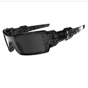 Authentic Oakley Oil Rig sunglasses. Like new.